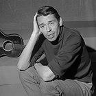 https://commons.wikimedia.org/w/thumb.php?f=Jacques_Brel_(1962).jpg&w=140