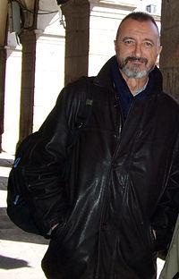 Couverture de Arturo Pérez-Reverte