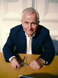 Ian HOLM. Source: Wikipedia