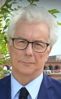Ken FOLLETT. Source: Wikipedia